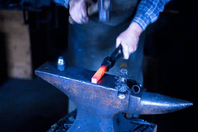 Hammer-Anvil.jpg
