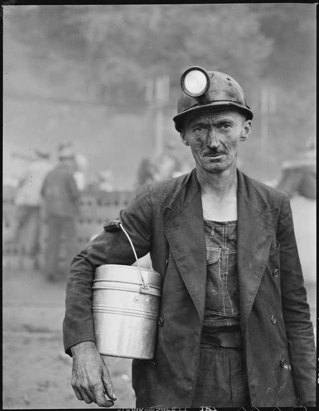 Harry_Fain,_coal_loader._Inland_Steel_Company,_Wheelwright_^1_&_2_Mines,_Wheelwright,_Floyd_County,_Kentucky._-_NARA_-_541452.jpg