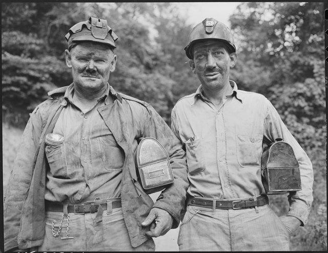 Miners._Dixie_Darby_Fuel_Company,_Marne_Mine,_Lejunior,_Harlan_County,_Kentucky._-_NARA_-_541300.jpg