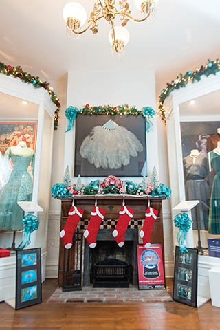 White Christmas Mantle_11.jpg