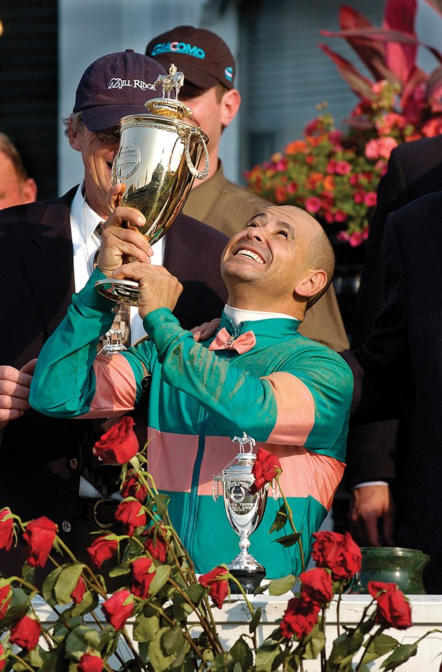 Best Mike Smith with trophy 05 N.jpg