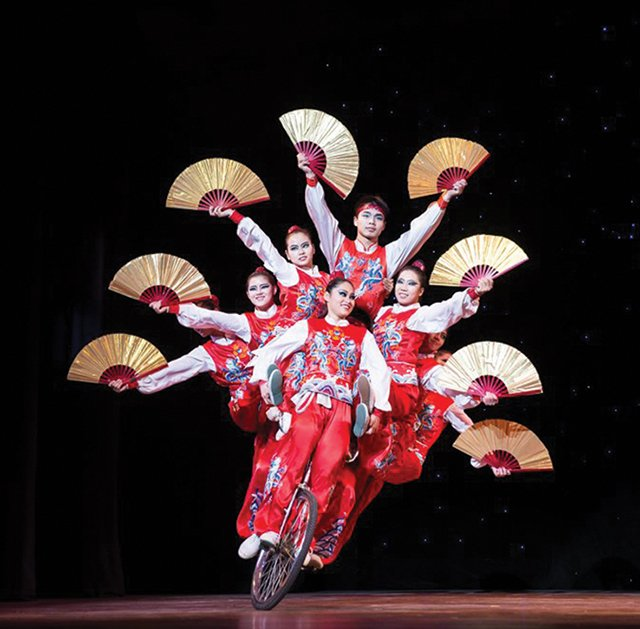 The-Golden-Dragon-Acrobats-.jpg