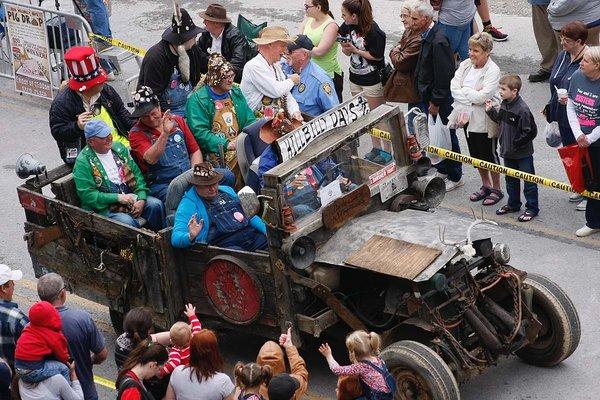HillBillyDays Parade2.png