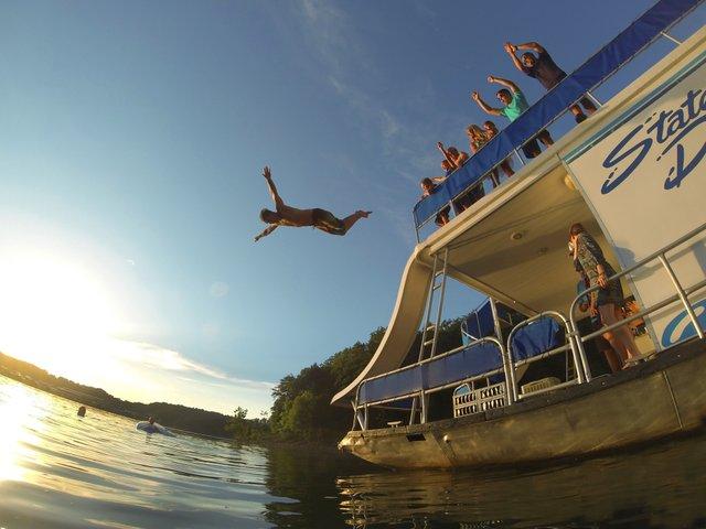 Lake Cumberland Houseboat Jump G0330626.jpg