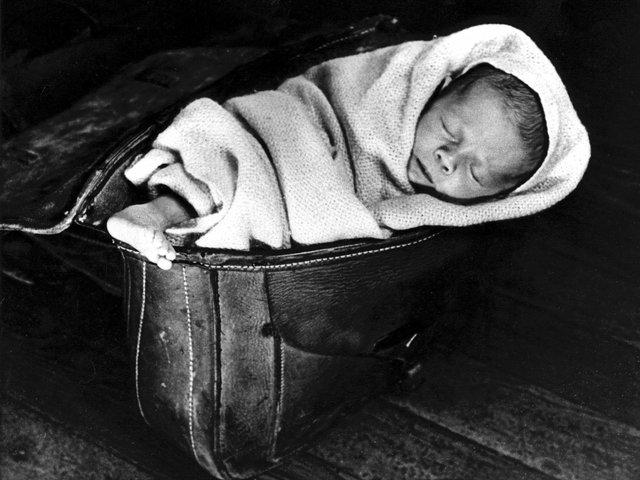 baby in saddlebag-600dpi.jpg